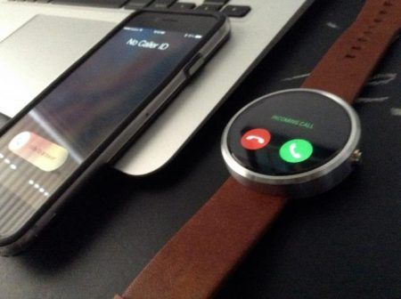 android-wear-ios-moto-360-iphone-app-hack